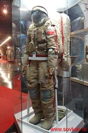 Скафандр «Орлан-Д» в Мемориальном музее космонавтики (вид спереди)