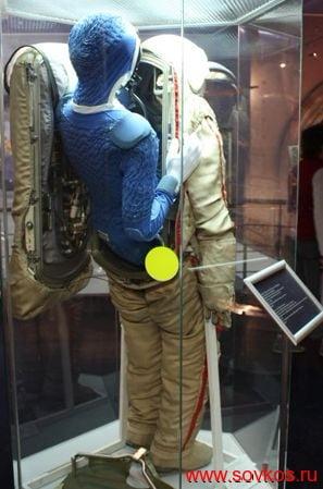 Скафандр «Орлан-Д» в Мемориальном музее космонавтики (вид сзади)